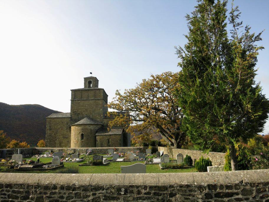 Cimetière et chapelle romane de Comps